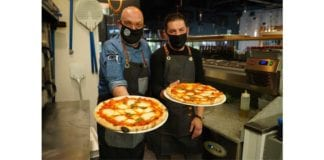 Founders of MAS.E.MO Pizza concept holding fresh pizzas